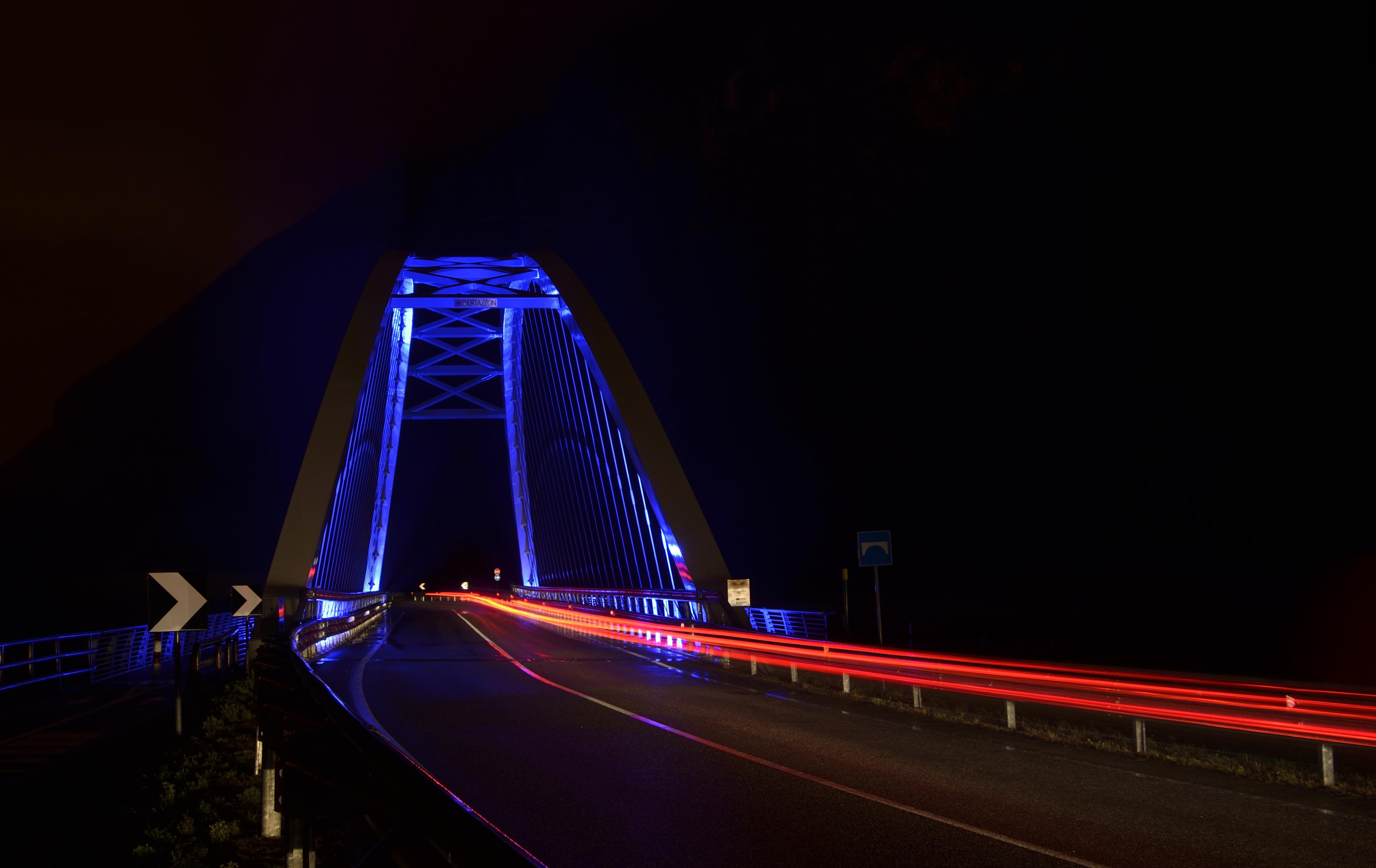 Inseguimento sul ponte
