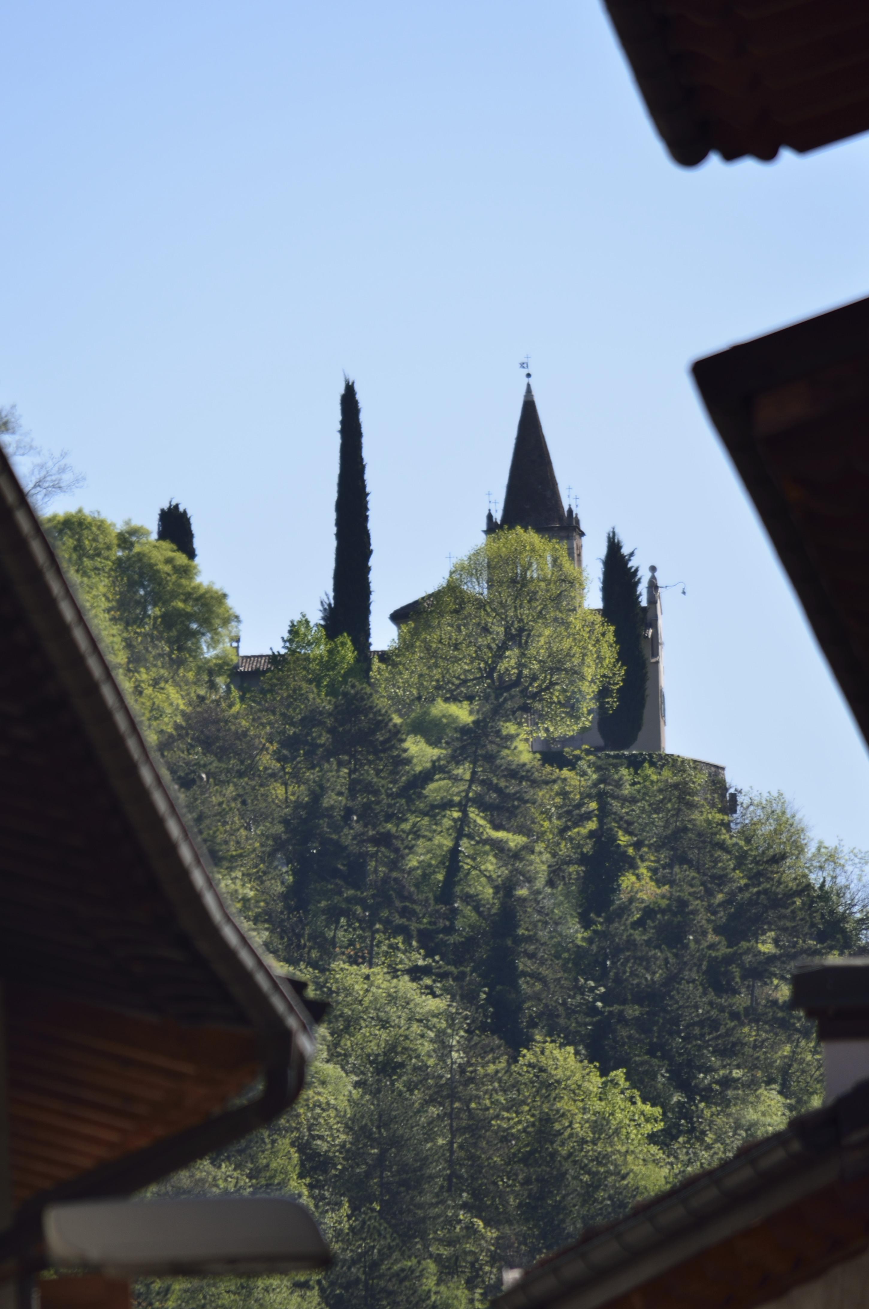 Santuario della Madonna dell'Annunziata a Montalbano: la primavera dà i primi frutti