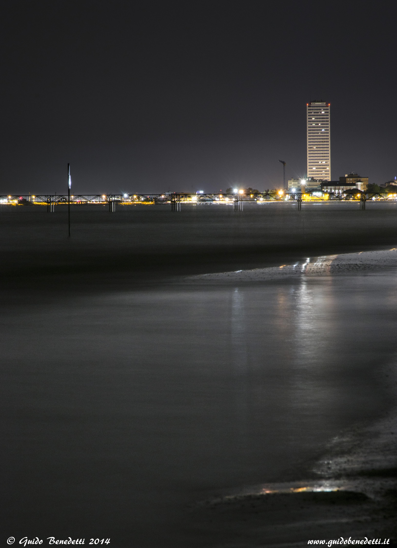 Cesenatico by night dalla spiaggia di Cervia