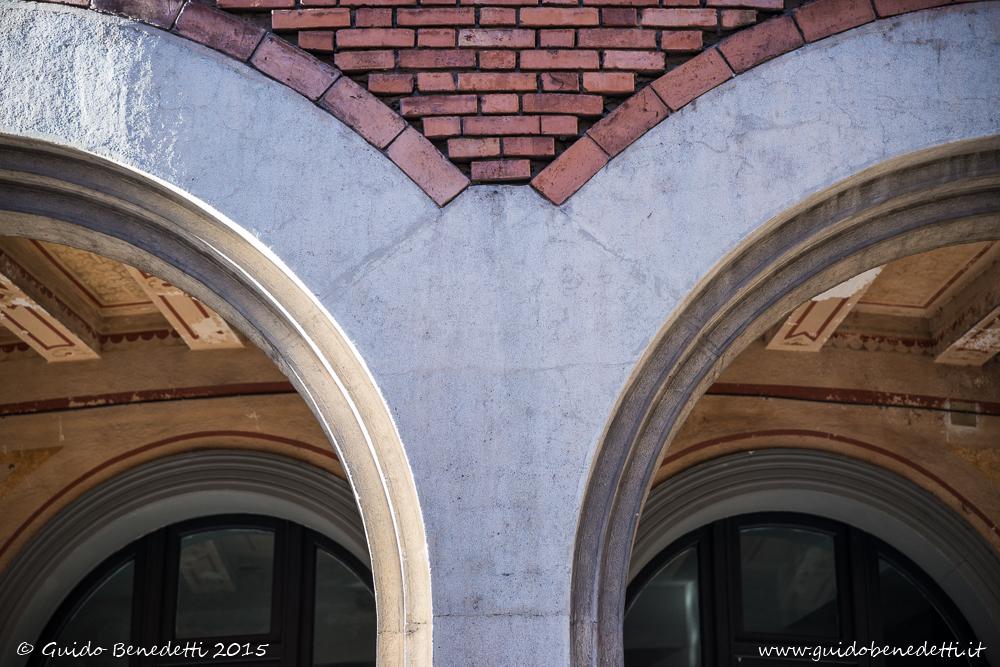 Linee curve sui portici