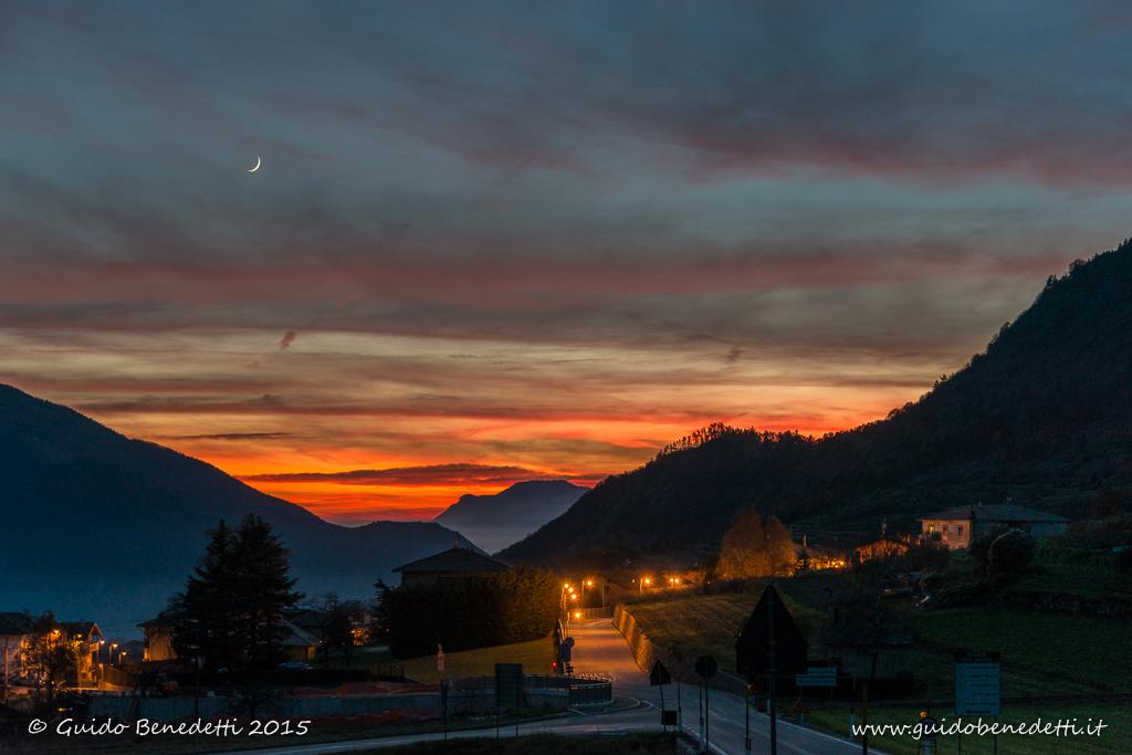Luna con tramonto a Ronzo-Chienis [2015]
