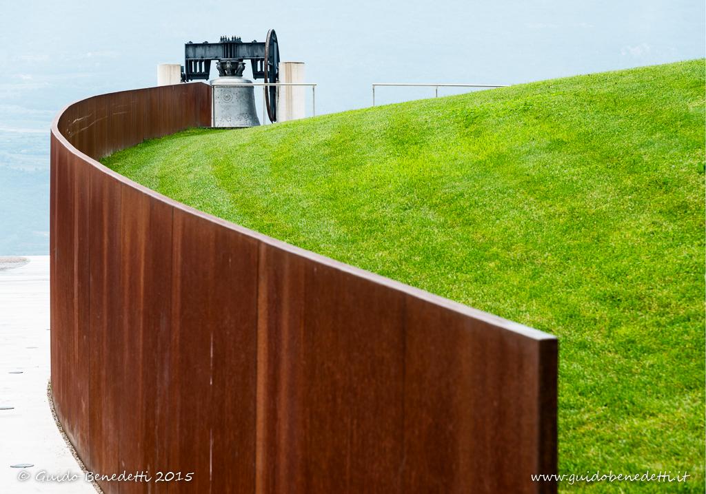 """""""La campana della Pace si rivela lentamente al visitatore"""" è tra le 20 foto selezionate dalla giuria di """"Conflitti di Pace"""""""